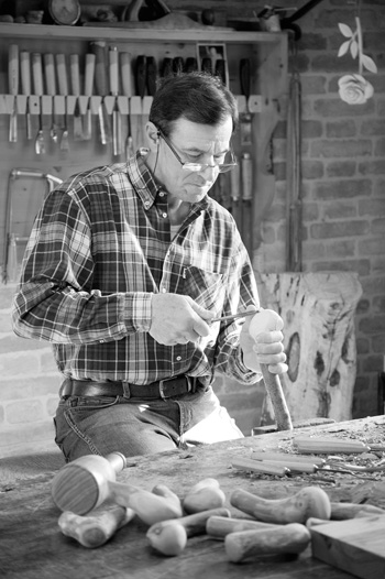 Mario Sardella al lavoro.